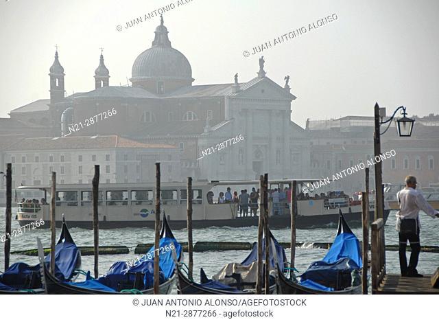 Gondolas at a dock in the Canal Grande. In front, the basilica di San Giorgio Maggiore in the isola di San Giorgio Maggiore