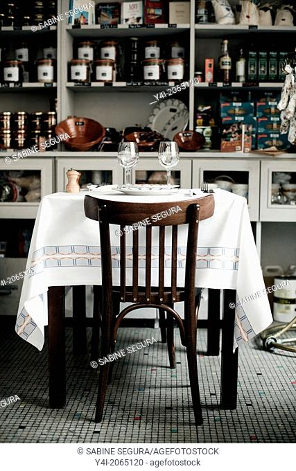 Table. Le Comestible. French restaurant in Bordeaux. Bordeaux. Gironde. Aquitaine. France. Europe