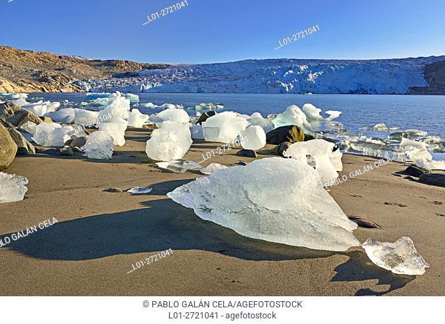 Fragments of ice detached from Fletanes (Qaleragdlit) glacier (Greenland)