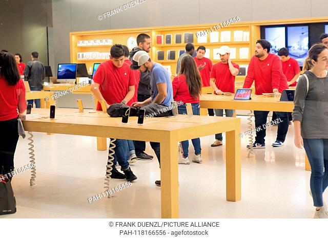 Quite moment at the Apple Store in San Francisco, in November 2018. | usage worldwide. - San Francisco/Kalifornien/United States of America