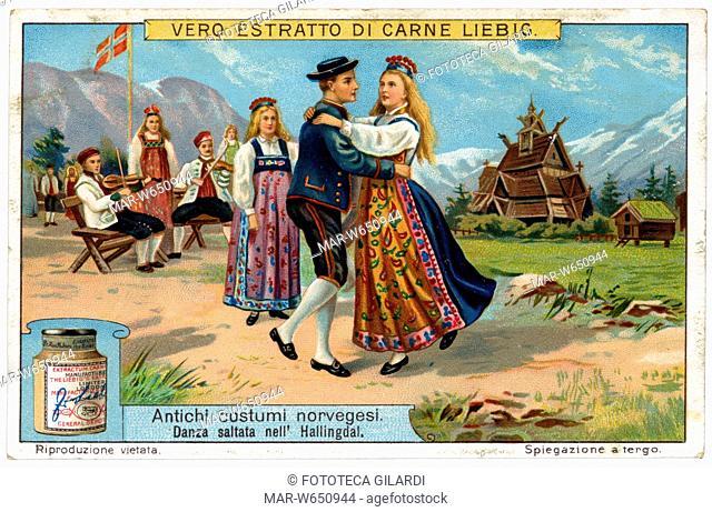 NORVEGIA Danza saltata nell'Hallingdal. Una coppia balla in primo piano sulla musica di un duo violinistico. In lontananza una grande costruzione in legno