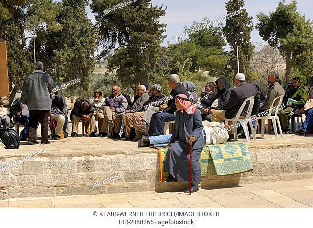 A Palestinian Assembly, prayer on the Temple Mount, Muslim Quarter, Old City, Jerusalem, Israel, Middle East