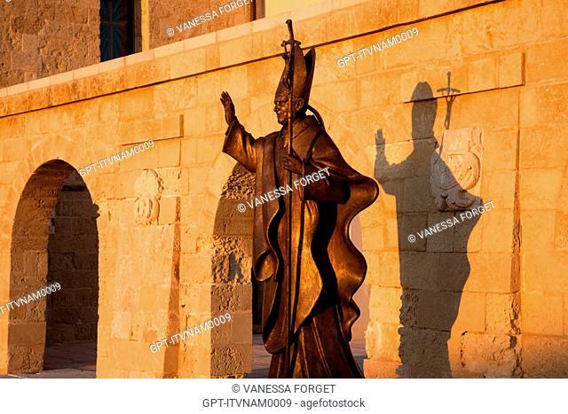 STATUE OF DI GIOVANNI XXIII, THE SQUARE IN FRONT OF THE SANTA MARIA DE FINIBUS TERRAE BASILICA, PIAZZA DI GIOVANNI XXIII, SANTA MARIA DI LEUCA, PUGLIA, ITALY