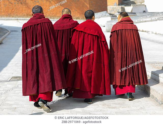 Tibetan monks of the gelug order in Labrang monastery, Gansu province, Labrang, China