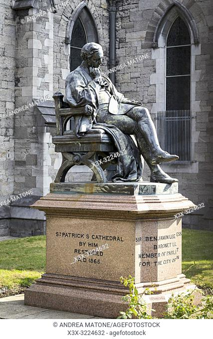 Statue of Sir Benjamin Lee Guinness outside Saint Patrickâ. . s Cathedral, Dublin, Ireland, Europe