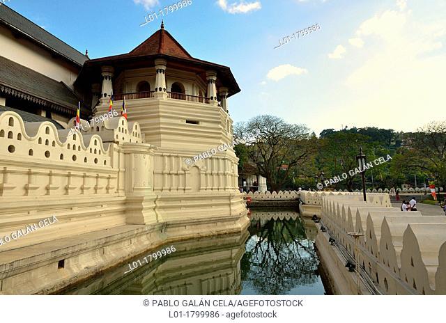 Buddha Tooth Temple in Kandy Sri Lanka