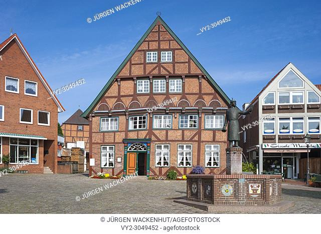 Dyer's house with market fountain and memorial for Hein Lüth, Luetjenburg, Baltic Sea, Schleswig-Holstein, Germany, Europe