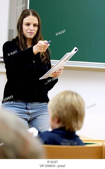 Lehrerin unterrichtet - 31/08/2005