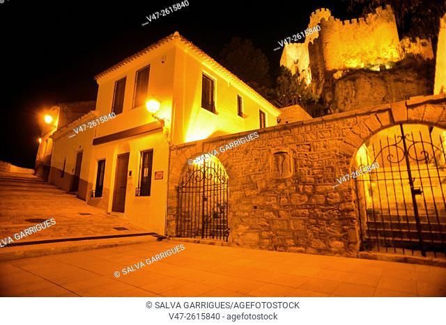 Night view of the Castillo de Almansa, Almansa, Albacete, Castilla La Mancha, Spain, Europe