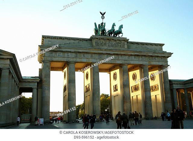 Germany, Berlin, Capital, Berlin-Mitte, Brandenburger Tor, Pariser Platz