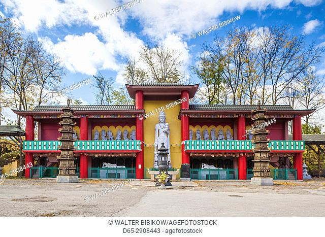 Canada, Ontario, Niagara Falls ,Ten Thousand Buddhas, Sarira Stupa, buddhist temple