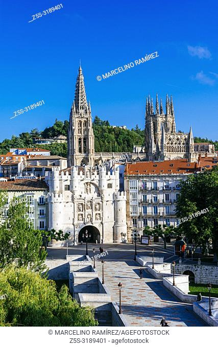 14th-century city gate Arco de Santa María, in the background, the towers of the cathedral. Burgos, Castile and Leon, Spain, Europe