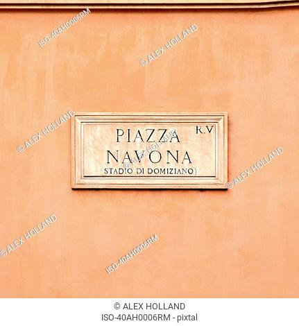 Sign reading ?piazza navona?