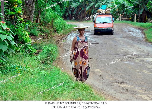 18 January 2018, Madagascar, Ambatoloaka: Traffic on a country road to the fishing village of Ambatoloaka on the island of Nosy Be off the north-west coast of...