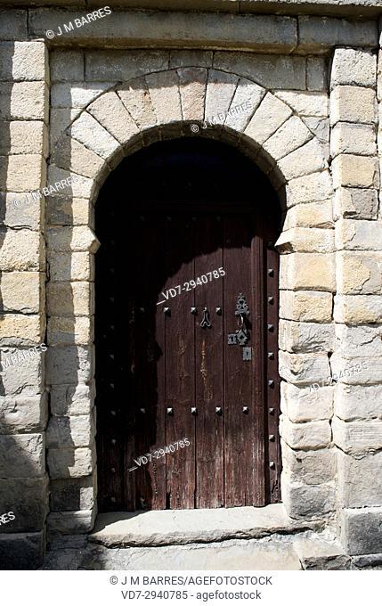 San Pedro de Larrede mozarabic or romanesque church, door detail. Sabinanigo municipality, Sobrarbe, Huesca province, Aragon, Spain