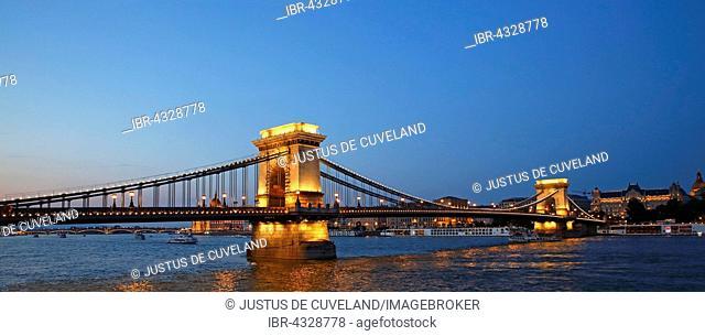 Chain Bridge over the Danube illuminated at night, Pest, Budapest, Hungary