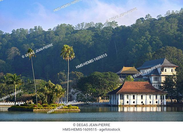 Sri Lanka, Central Province, Kandy District, Kandy, Sacred city of Kandy listed as World Heritage by UNESCO, Temple Dalada Maligawa in border of the lake