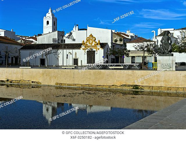 Am Platz Heinrich der Seefahrer, Praca Infante Dom Henrique, mit Denkmal, Lagos, Algarve, Portugal / At the square Prince Henry the Navigator