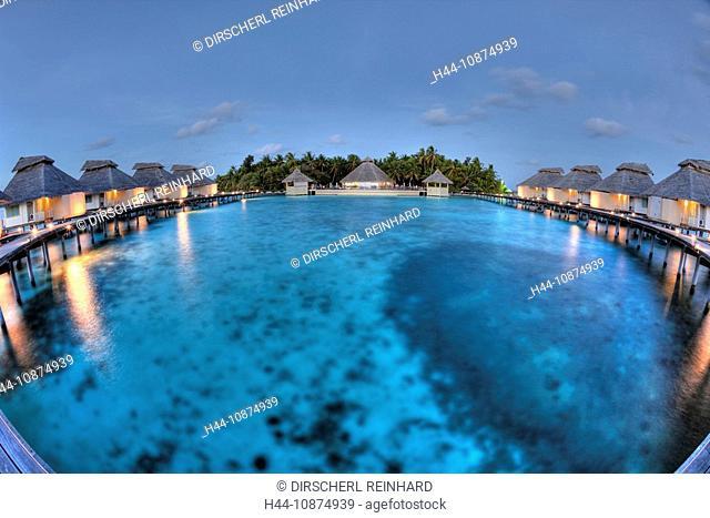Abendstimmung auf der Malediveninsel Ellaidhoo, Nord Ari Atoll, Malediven, Sunset on Maldive Island Ellaidhoo, North Ari Atoll, Maldives