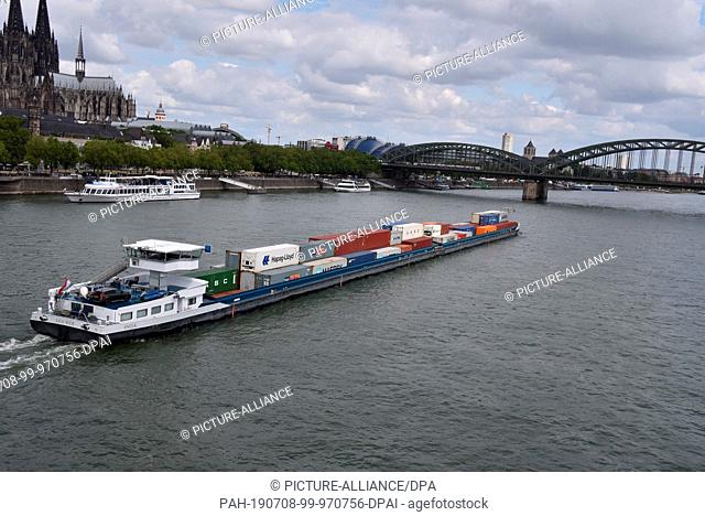 07 July 2019, North Rhine-Westphalia, Cologne: Cologne city view, container ship on the Rhine Photo: Horst Galuschka/dpa/Horst Galuschka dpa