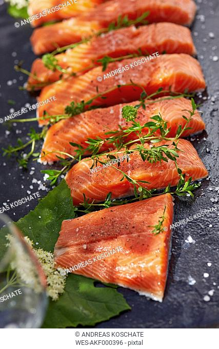 Germany, Pieces of salmon filet, Thyme and elderflowers
