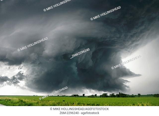 Supercell storm moves near Alvo Nebraska June 13, 2004. The storm produced a tornado near Waverly and a couple more small tornadoes near Alvo