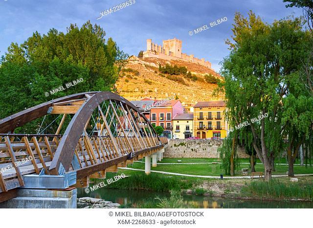 Bridge and Castle. Peñafiel village. Ribera de Duero Wine region. Valladolid. Castile and Leon. Spain, Europe