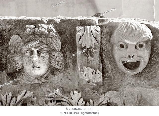 Myra Theatermasken am Fries schwarz-weiss Türkei, Myra theater masks on the frieze black and white Turkey