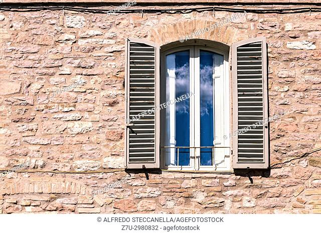 Assisi (Italy): Window on medieval stone wall