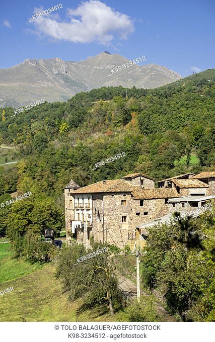 Ca de Llibernal, Noales ,municipio de Montanuy, Ribagorza, provincia de Huesca, Aragón, cordillera de los Pirineos, Spain