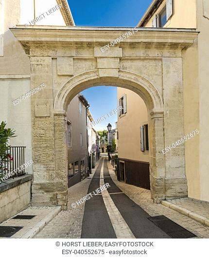 Gate into the Old Town, St-Remy-de-Provence (birthplace of Nostradamus). Buches du Rhone, Provence, France, Europe