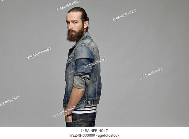 Portrait of man with full beard wearing jeans jacket