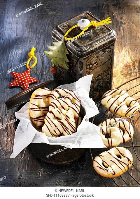Vanilla pretzels with sugar and chocolate glaze