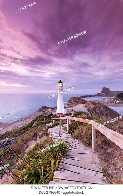 New Zealand, North Island, Castlepoint, Castlepoint Lighthouse, dawn