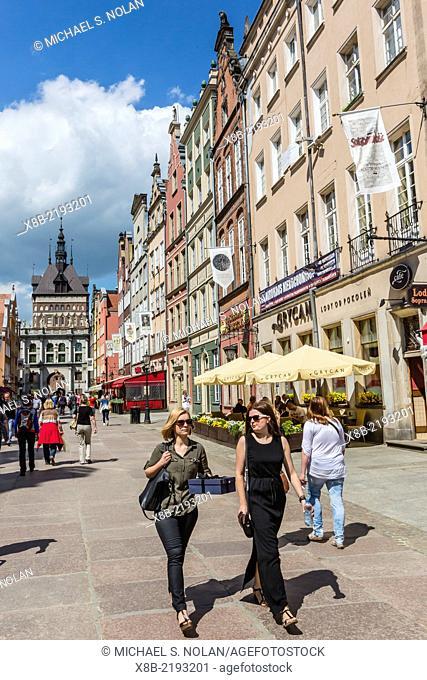 Tourists fill The Long Market, Dlugi Targ, Gdansk, Poland