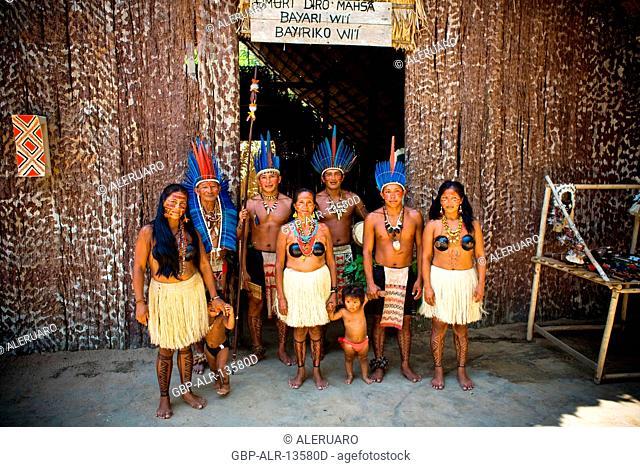 Indian, Indigenous family, Dessano Tribe, Tupé Community, Manaus, Amazônia, Amazonas, Brazil