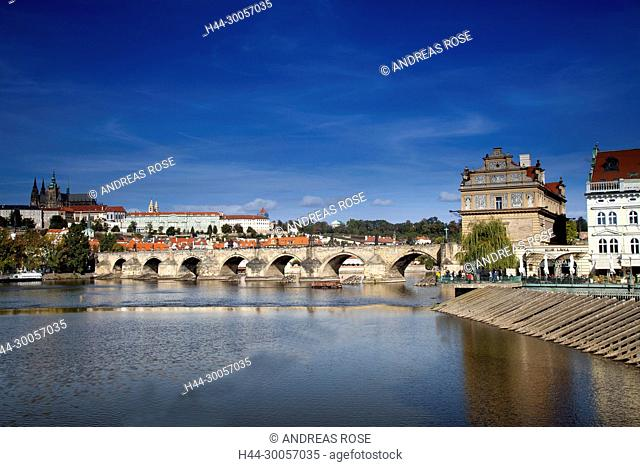 View of the Charles Bridge with St. Vitus Cathedral, Prague, Czech Republic, Europe