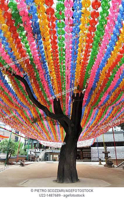 Seoul (South Korea): colored lamps at the Jogyesa Temple