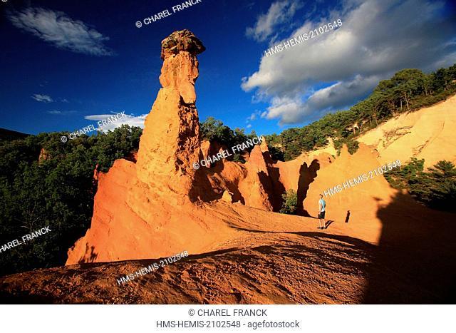 France, Vaucluse, Rustrel, Tourist in ocher quarries, the Colorado Provencal in the Parc Naturel Regional du Luberon (Natural Regional Park of Luberon)