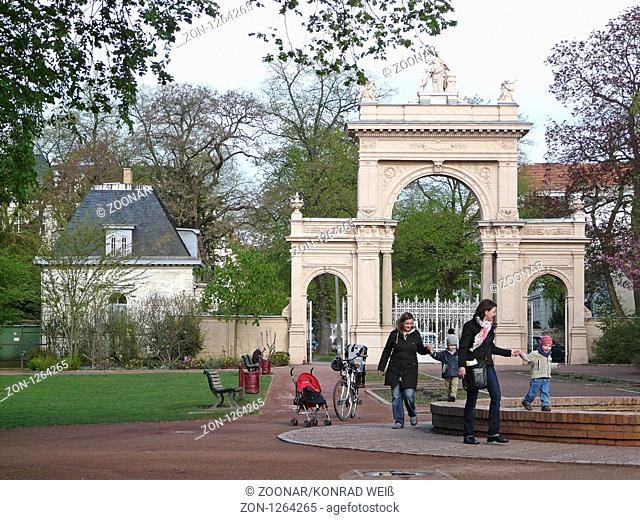 Gateway to the citizens in Pankow Park and Fountain