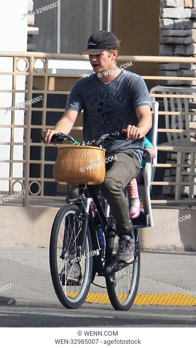 Hayden Christensen treats his daughter Briar Rose to a bicycle ride to pick up a smoothie Featuring: Hayden Christensen Where: Los Angeles, California