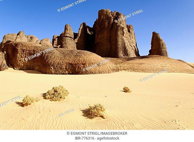 Rock formation in the desert at Tin Akachaker, Tassili du Hoggar, Wilaya Tamanrasset, Algeria, Sahara, Africa