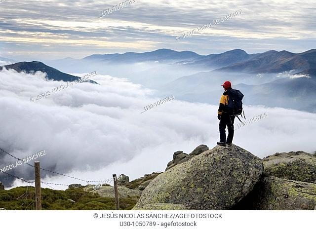 Mountaineer looking Jerte Valley from Sierra de Barco  Mountains of Sierra de Gredos National Park  Ávila  Castilla y León  Spain