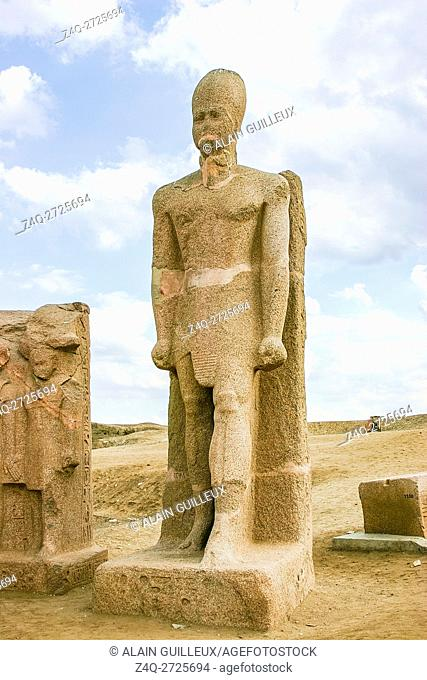 Egypt, Nile Delta, Tanis, the Western gate, called door of Sheshanq III : Colossus of Ramses