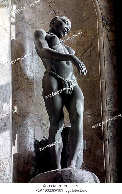 Black female dancer with African drum by Belgian sculptor Arthur Dupagne in the AfricaMuseum / Royal Museum for Central Africa, Tervuren, Belgium