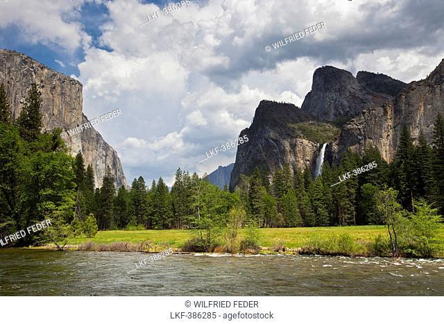 Yosemite Valley under clouded sky, El Capitan and Bridalveil waterfall at Yosemite National Park, California, USA, America