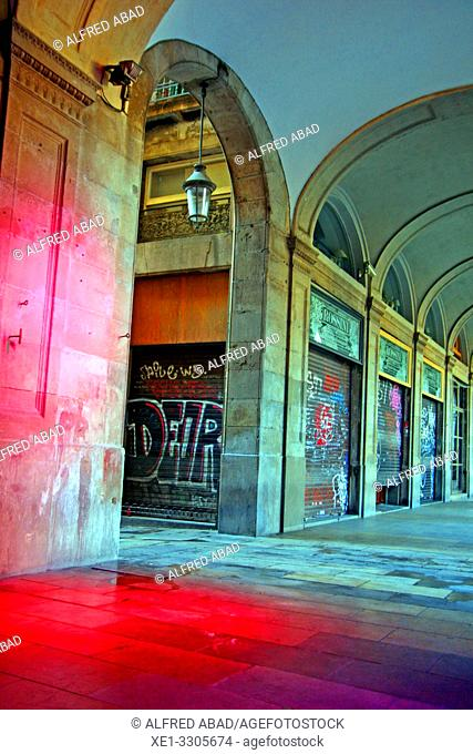 arcades and red light, Plaza Real, Ciutat Vella, Barcelona, Catalonia, Spain