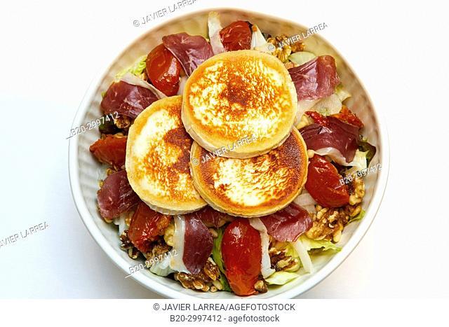 Warm salad with goat cheese, nuts and pine nuts, duck ham, dried tomato, Restaurante Bar Virginia Mendibil Menus & Fast Good, Irun, Gipuzkoa, Basque Country