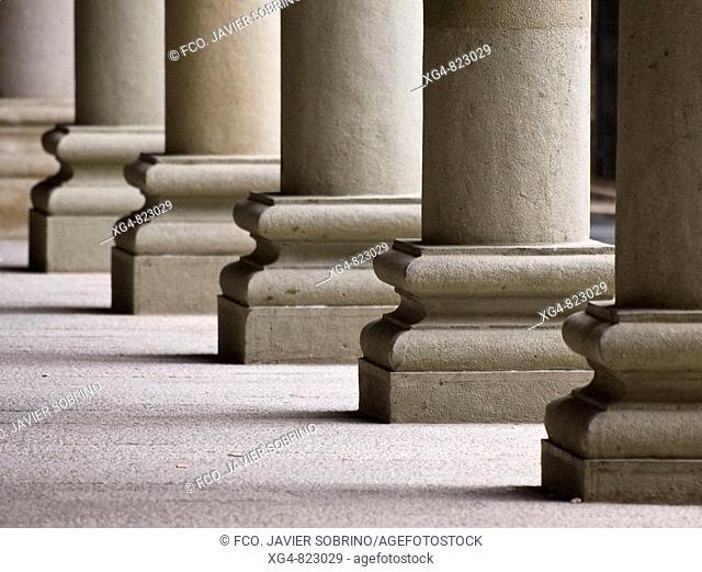 Columnas en los soportales de la Plaza Mayor de Graus - Ribagorza - Huesca