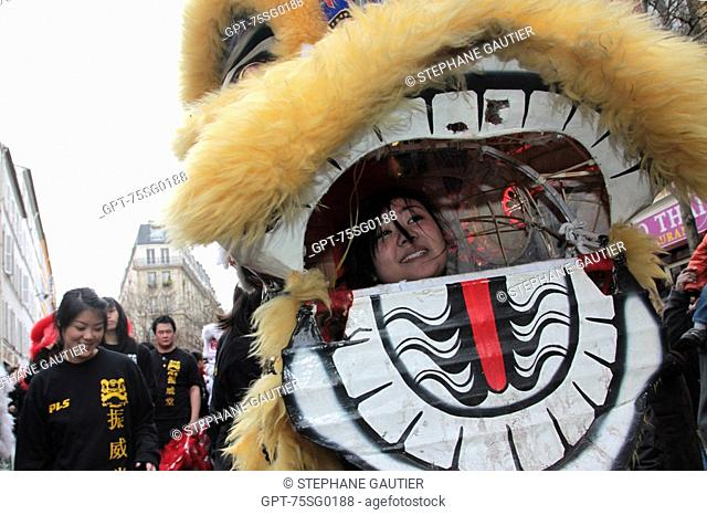 CHINESE LION DANCE, THE GUARDIAN LION SCARES AWAY EVIL SPIRITS, CHINESE MYTHOLOGY, CHINESE NEW YEAR, PARADE IN PARIS TO CELEBRATE THE START OF THE YEAR OF THE...